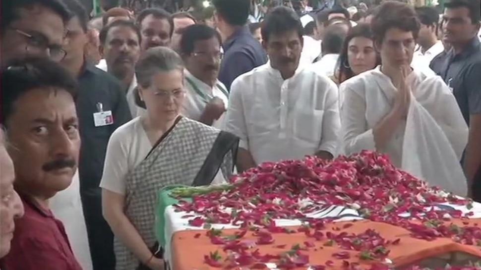 కాంగ్రెస్ కార్యాలయం నుంచి నిగంబోధ్ ఘాట్కి షీలా దీక్షిత్ పార్థివదేహం