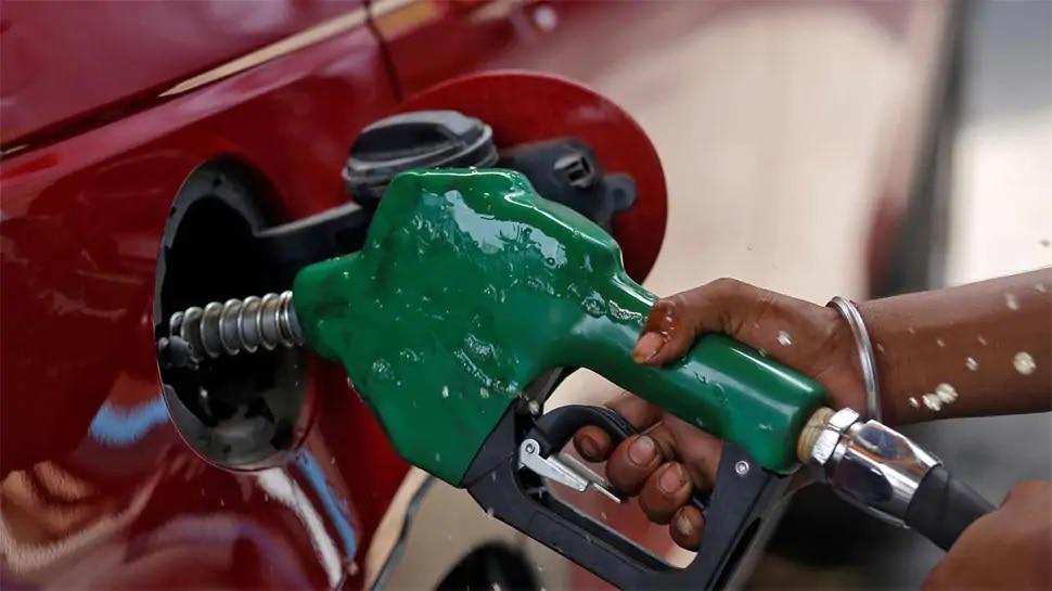 Petrol Price Today: నేడు ఊరట కలిగించిన పెట్రోలు ధర, Diesel Price, హైదరాబాద్ సహా మెట్రో నగరాలలో లేటెస్ట్ రేట్లు ఇవే