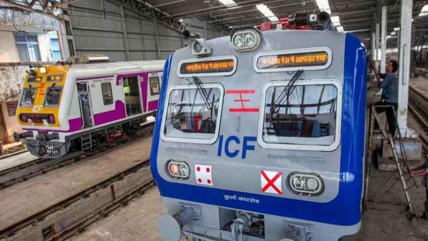 Platform Ticket Price: ఆ రైల్వే స్టేషన్లలో ప్లాట్ఫామ్ టికెట్ ధర ఏకంగా రూ.50కి పెంచారు, కారణమేంటో తెలుసా