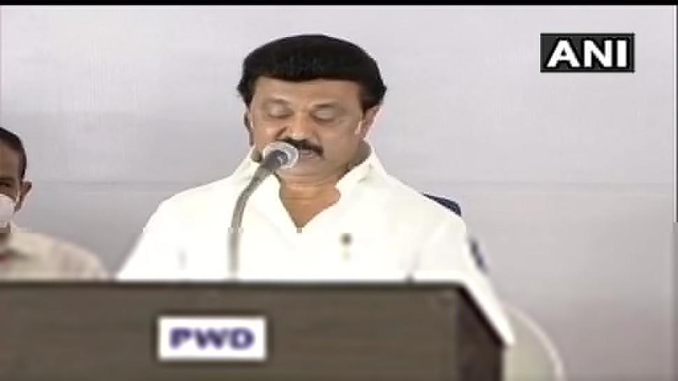 MK Stalin: తమిళనాడు సీఎంగా ఎంకే స్టాలిన్ ప్రమాణ స్వీకారం, కేబినెట్లో తనదైన మార్క్