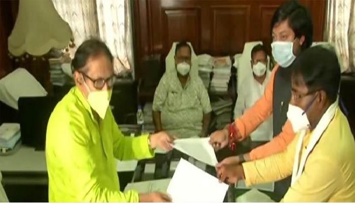 West Bengal: రాజీనామా చేసిన ఇద్దరు బీజేపీ ఎంపీలు, కారణం ఏంటి