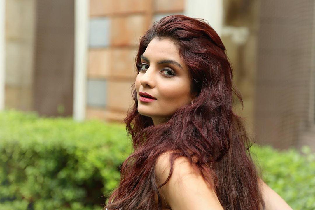 Actress Anveshi Jain Photos