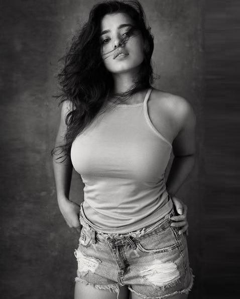 Model Ketika Sharma pics