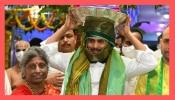 Tirumala: పంచెకట్టు, నుదుట తిరునామంతో శ్రీవారికి పట్టు వస్త్రాలు