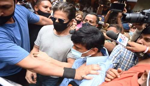 Shah Rukh Khan met Aryan Khan: ముంబై ఆర్థర్ రోడ్డు జైల్లో ఆర్యన్ ఖాన్ను కలుసుకున్న షారుక్