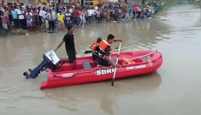 నదిలో 45 మంది ప్రయాణికులతో వెళ్తున్న పడవ బోల్తా