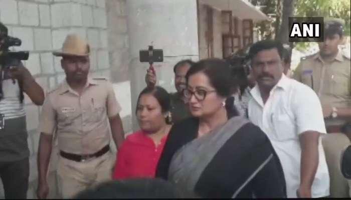సీఎం తనయుడిపై సినీ నటి సుమలత పోటీ