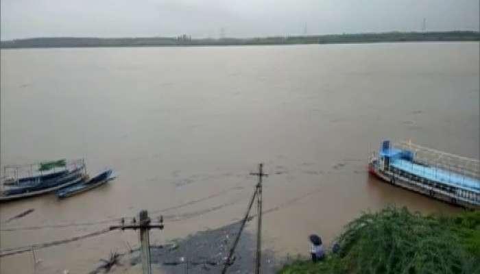 Godavari Floods: రెండో ప్రమాద హెచ్చరిక దాటి ప్రవహిస్తున్నగోదావరి