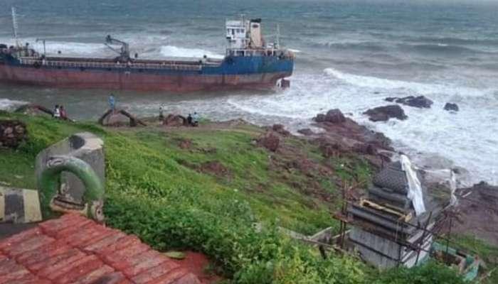 Bangladesh Ship: విశాఖ తీరానికి కొట్టుకు వచ్చిన భారీ నౌక