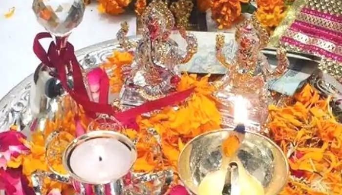 Diwali 2020 Laxmi Puja: లక్ష్మీ కటాక్షం కలగాలి అంటే దీపావళి పూజలో ఈ పదార్థాలు ఉండేలా చూసుకోండి!