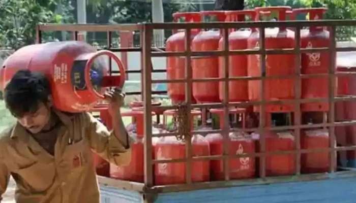 LPG Price Hike: తొలిరోజే పెరిగిన ఎల్పీజీ గ్యాస్ సిలిండర్ ధరలు, Hyderabad సహా మెట్రో నగరాలలో ధరలు ఇలా