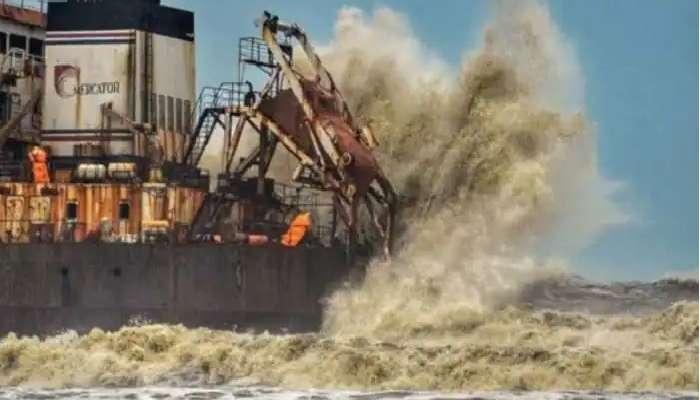 Tauktae Cyclone: పశ్చిమ తీరాన్ని వణికిస్తున్న తౌక్టే తుపాను, ముంబై ఎయిర్పోర్ట్ మూసివేత