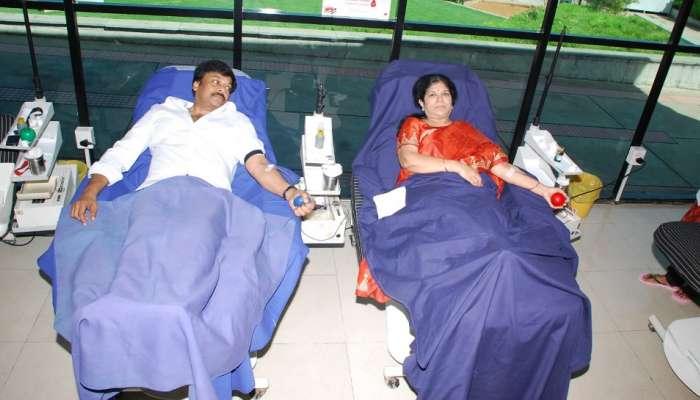 Chiranjeevi Donates Blood: సతీసమేతంగా రక్తదానం చేసిన టాలీవుడ్ మెగాస్టార్ చిరంజీవి
