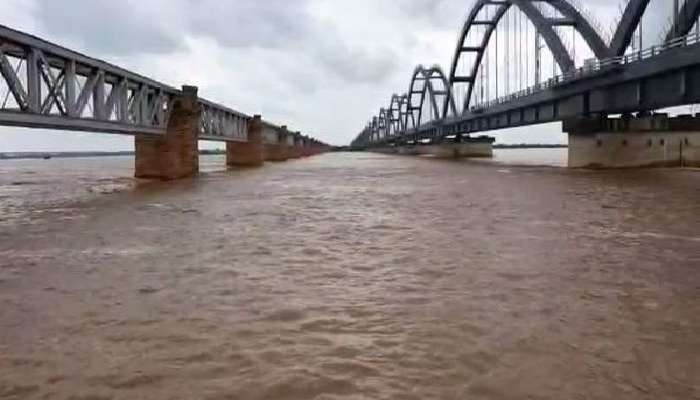 Godavari Floods: గోదావరికి వరద పోటు, భద్రాచలం వద్ద మొదటి ప్రమాద హెచ్చరిక జారీ