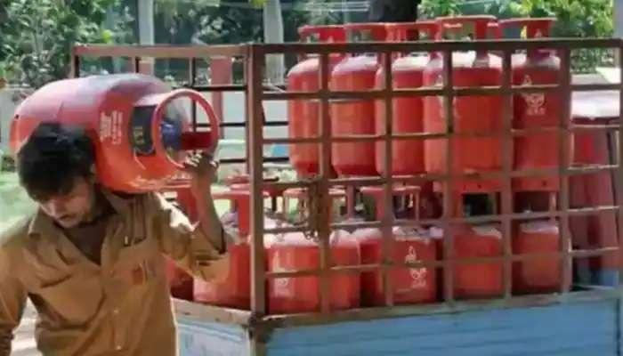 ఎల్పీజీ గ్యాస్ సిలెండర్ ధరలు భారీగా పెంచిన పెట్రోలియం సంస్థలు, సిలెండర్పై 73 రూపాయలు పెంపు