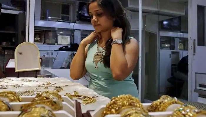Gold Price In Hyderabad 25 April 2021: బులియన్ మార్కెట్లో దిగొచ్చిన బంగారం ధరలు, Silver Price