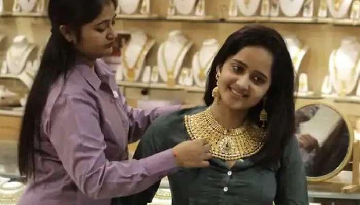Gold Rate Today: బులియన్ మార్కెట్లో స్వల్పంగా తగ్గిన బంగారం ధరలు, భారీగా పతనమైన వెండి ధరలు